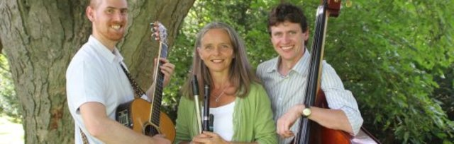 Fife and Strum Folk Trio - FROME