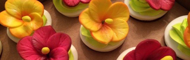 Brigadeiro Cupcakes with Tropical Flowers, Instructor: Pastry Artist Renata Galatti