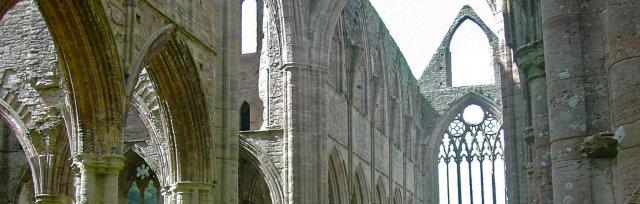 20:30 Notre Dame de Paris aka The Hunchback of Notre Dame @TINTERN ABBEY